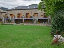 casa rural ordesa, con jardin